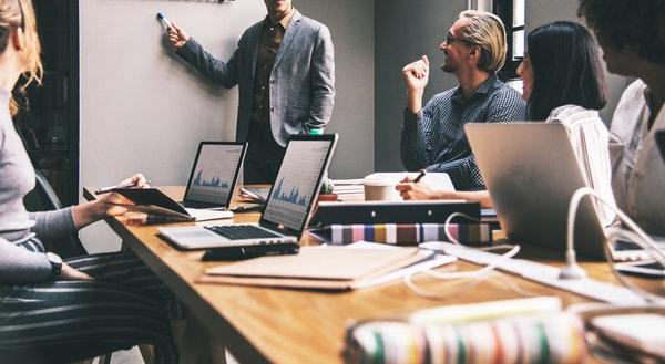App开发团队最少需要多少人?如何降低软件制作费用